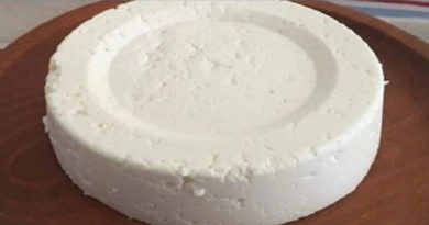 Se hai 1 litro di latte, 1 yogurt e mezzo limone, puoi preparare il miglior formaggio casalingo! È così facile!