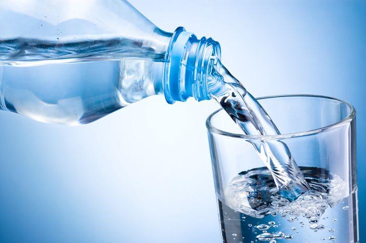 perdere peso bevendo acqua frizzante