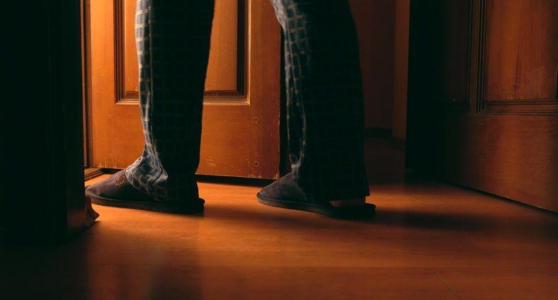 Urini spesso di notte? Potrebbe essere il sintomo di un problema di salute da non sottovalutare